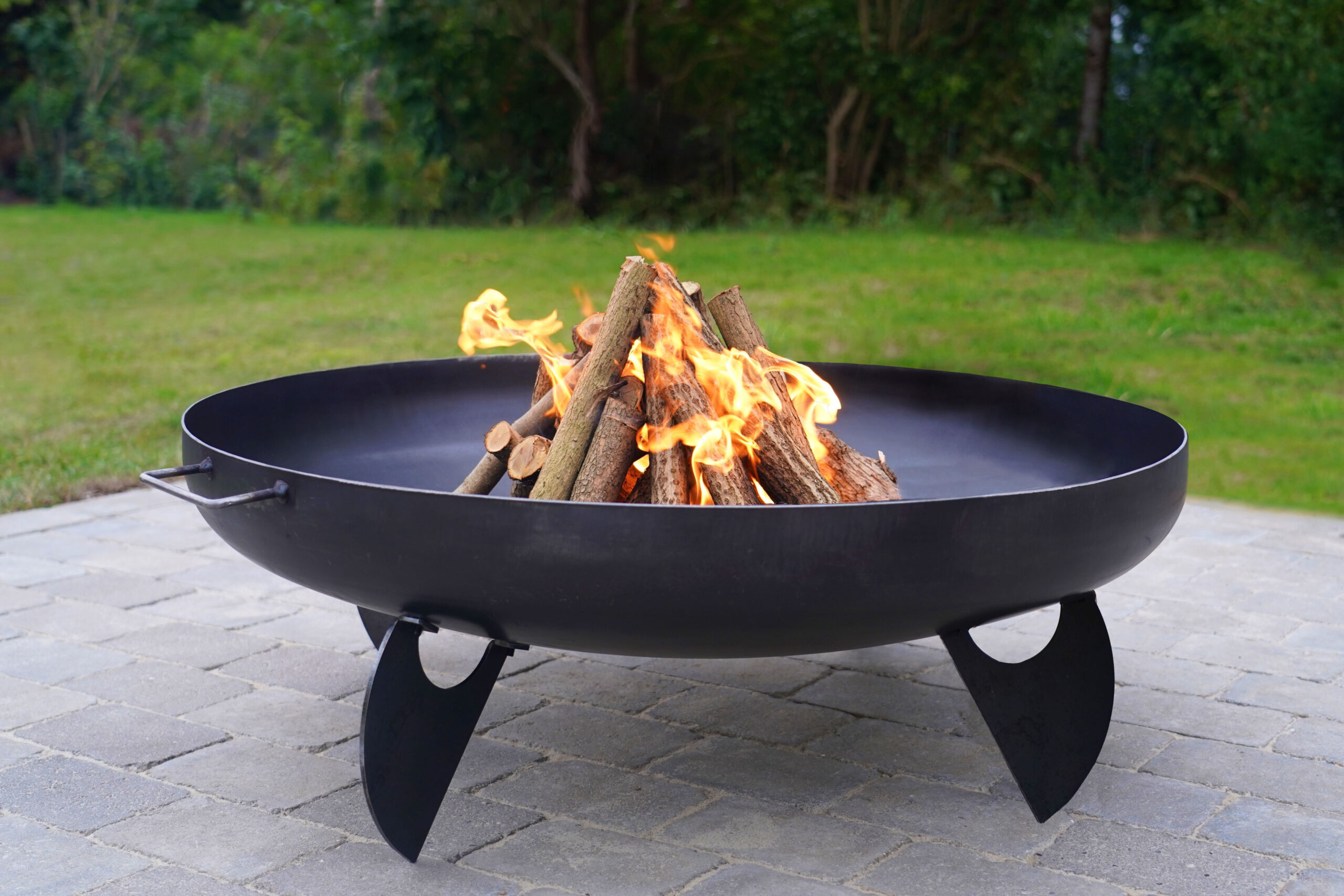 Iron,Fire,Pit,And,Burning,Fire,In,A,Garden,.
